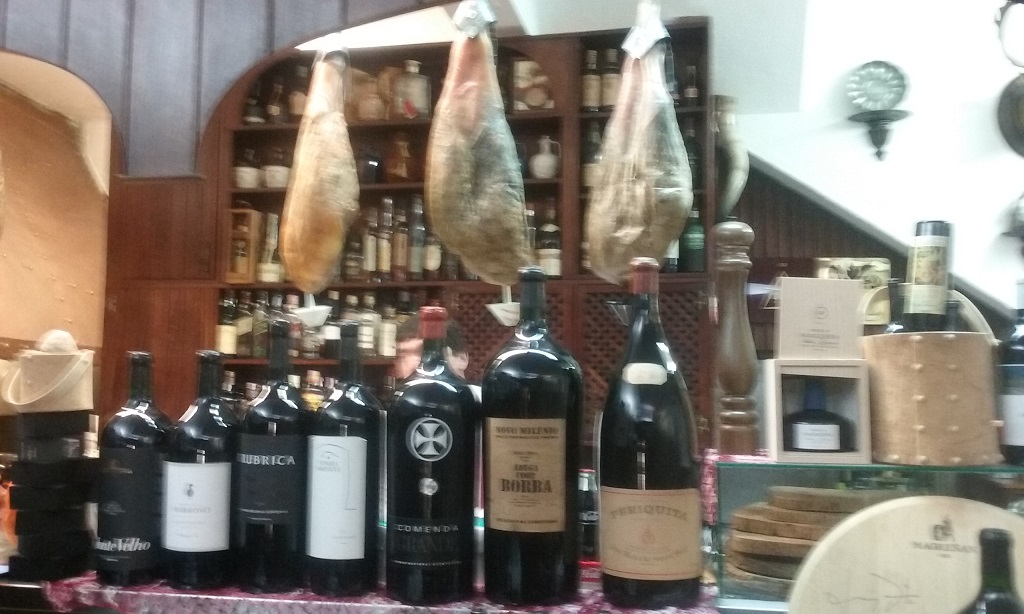 Luar de Janeiro Is Well Stocked with Iberian Ham and Portuguese Wine
