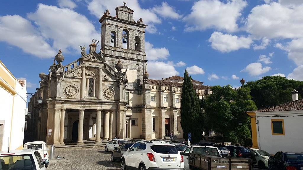 Exploring Évora