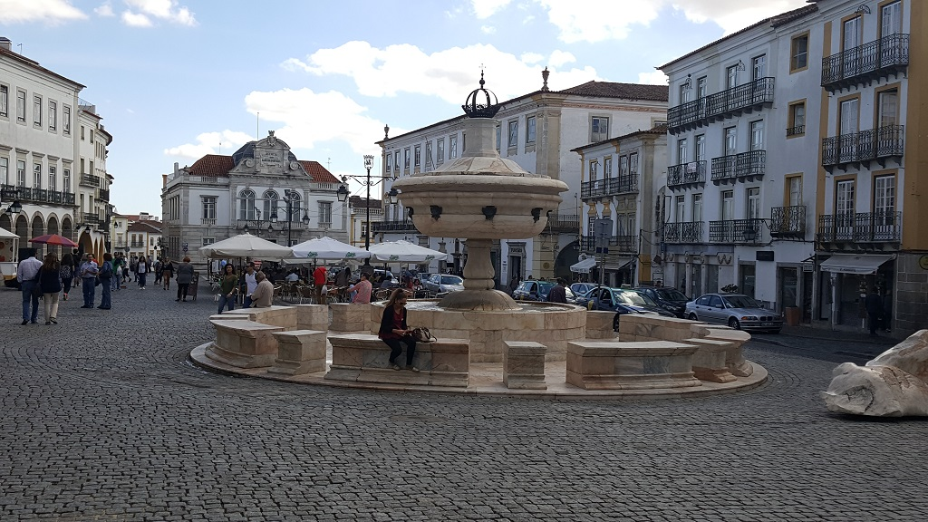 Praça do Giraldo Has Seen Many Things Through the Years