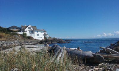 Tasteful Homes Surround Victoria's Waterfront