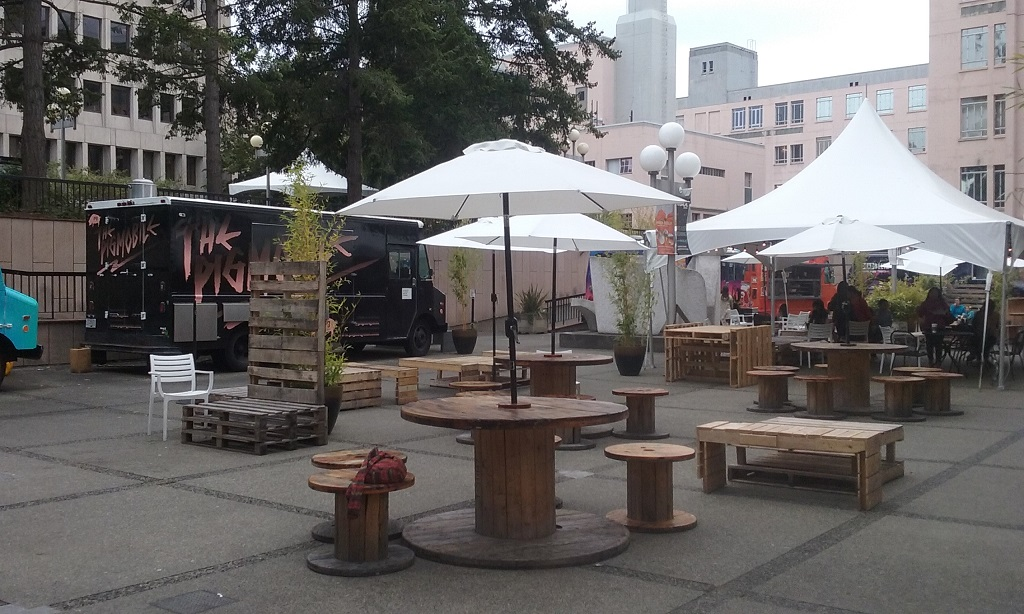 """Calling the Food Cart Festival a """"Festival"""" Is a Stretch"""
